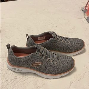NWOT Skechers Relaxed Fit Empire Delux
